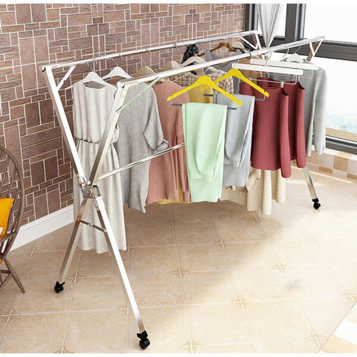 Phơi quần áo là công việc diễn ra hầu như mỗi ngày của người phụ nữ của gia đình