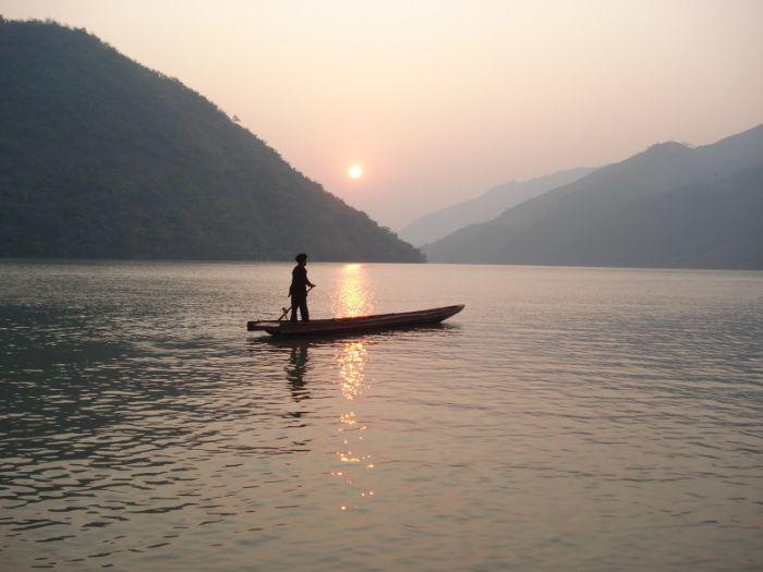 Việc bản thân bạn nằm mơ thấy đi thuyền trên sông lớn cũng không hề hiếm gặp