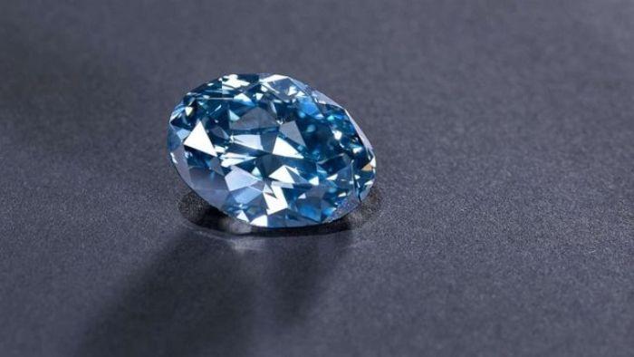 Kim cương là chất liệu có độ cứng và độ khúc xạ tuyệt hảo nhất