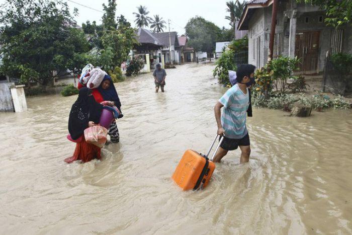 Mơ thấy nước lụt đang giảm dần là giấc mơ cho thấy chuyện tình cảm của bạn đang bị sứt mẻ