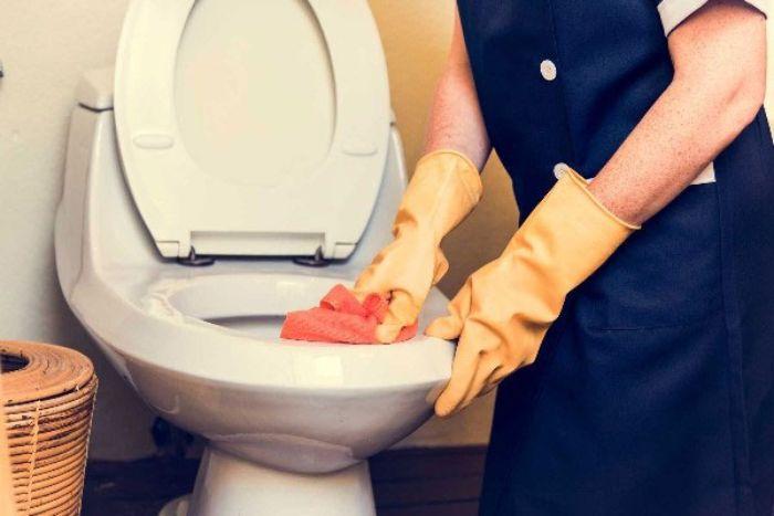 Giấc mơ thấy mình đang dọn nhà vệ sinh cho thấy bạn là một người ưa sạch sẽ