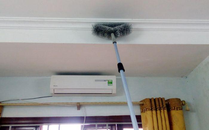 Ngủ mơ thấy quét mạng nhện trong nhà là điềm báo về khó khăn